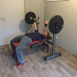 Cécile bench pressing - Frank van Meurs personal training